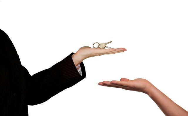 klíče ke dveřím