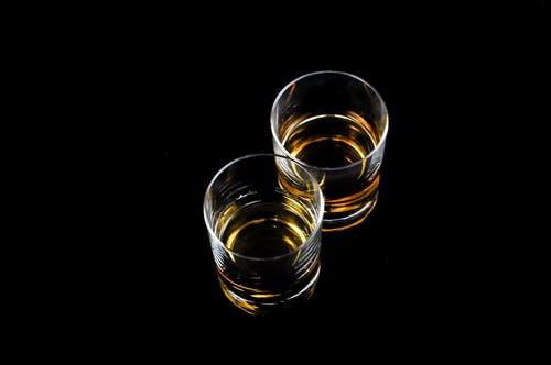 sklenice s whisky